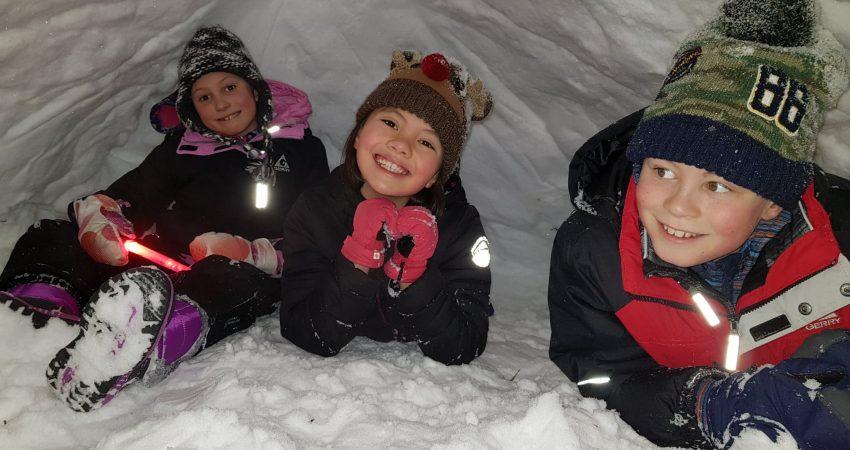 snow cave... (1)